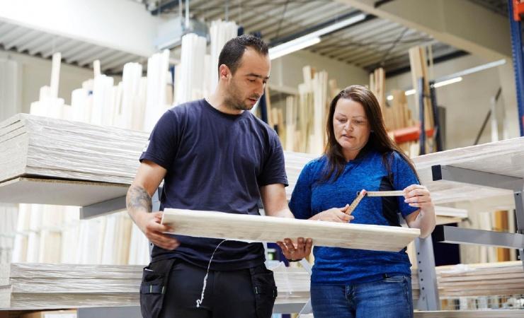 Fælles håndslag på flere kvinder i byggebranchen