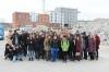 For at inspirere den næste generation til at se håndværkeruddannelserne som en mulig karrierevej havde FB Gruppen inviteret to ottendeklasser fra Frydenhøjskolen i Hvidovre til at komme på besøg på byggepladsen på Grønttorvet i Valby.