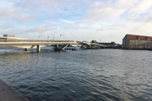 Problematisk bro blev et tilløbsstykke