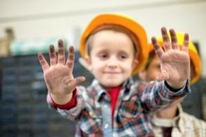 Håndværkere hjælper udsatte børn og unge