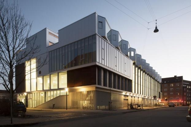 SH2 Sundbyøsterhal II, der er tegnet af Dorte Mandrup Arkitekter har vundet en WAN Award for sin evne til at blande flere funktioner i samme bygning. Foto: Jens Larsen.