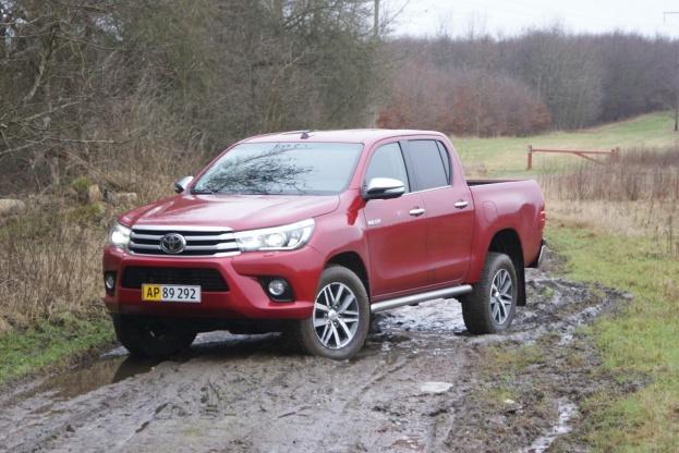Med reduktionsgear, antispin og spær på bagakslen er Toyota Hilux en fremkommelig bil.