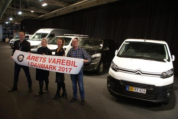 En glad trio med fra venstre Anders Tyrstrup (Toyota), Hanne Bank Sørensen (Peugeot) og Trine Krastrup (Citroën). Til højre Thomas André Petersen, næstformand i MKD.