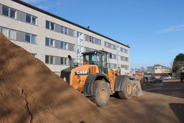 STB BYG har gode erfaringer med renoveringsarbejde i boligforeninger. Her bliver der arbejdet i Korskærparken afd. 307, hvor 189 lejligheder samt friarealerne omkring boligblokkene netop er blevet renoveret.