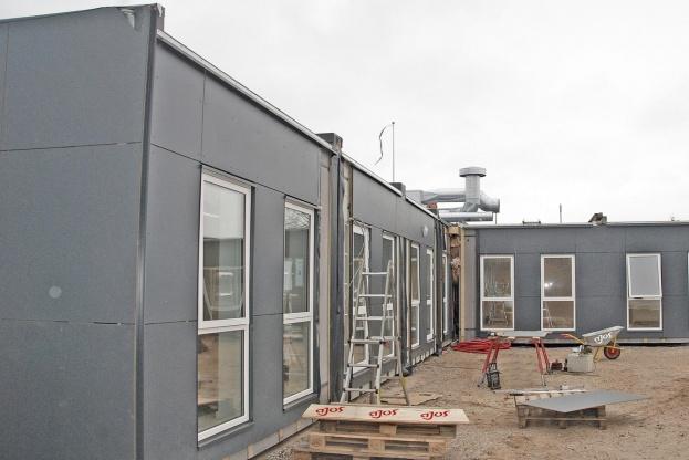 Ajos har opstillet 11 pavilloner med i alt ca. 400 kvadratmeter til Specialskolen for Voksne i Hjørring.