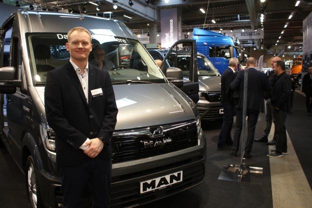 - Når vi er nået til 2020 forventer vi et årligt salg på 500 biler, siger Nicolai Pagh Sperling fra MAN.
