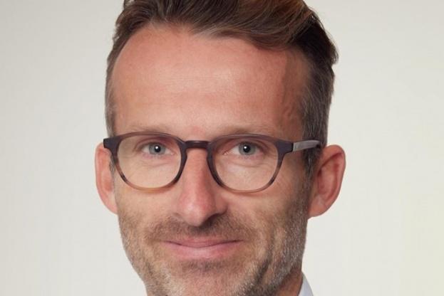 Gorm Rasmussen, adm. direktør og barnebarn af stifteren, glæder sig over 2016-regnskabet for Carl Ras. Pressefoto.