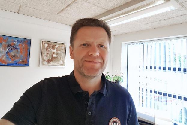 På godt jysk går det rimeligt godt for branchen i Silkeborg, mener tømrermester Lars L. Nielsen, der også er lokalformand for Dansk Byggeri i Silkeborg.