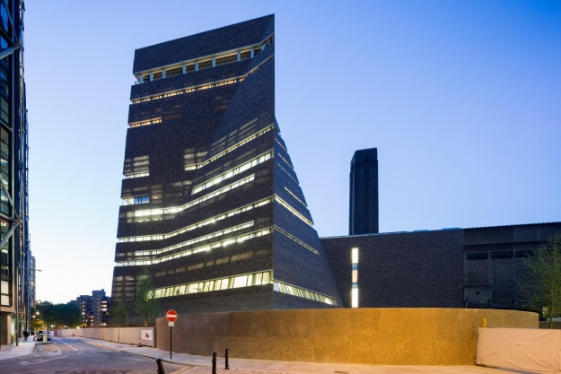 Londons Tate Modern åbner i ny pyramideform