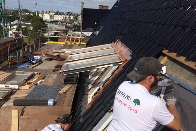 Tømrervirksomheden Egerbyg er blevet hædret af Viborg Kommuner for blandt andet at drive en sund virksomhed med socialt sigte. Pressefoto.
