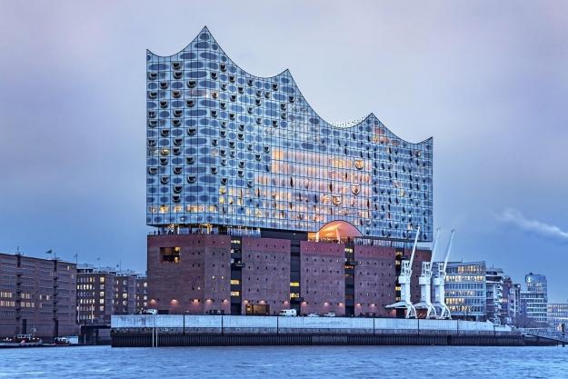 Schweiziske Herzog & de Meuron har tegnet kæmpeprojektet. Foto: Thies Raetzke.