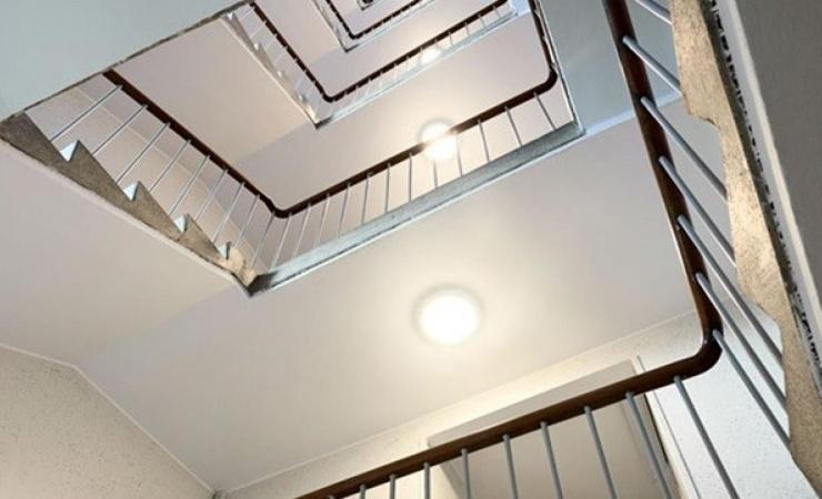 Belysningsarmaturer med trådløs styring giver sikkerhed og stor energibesparelse