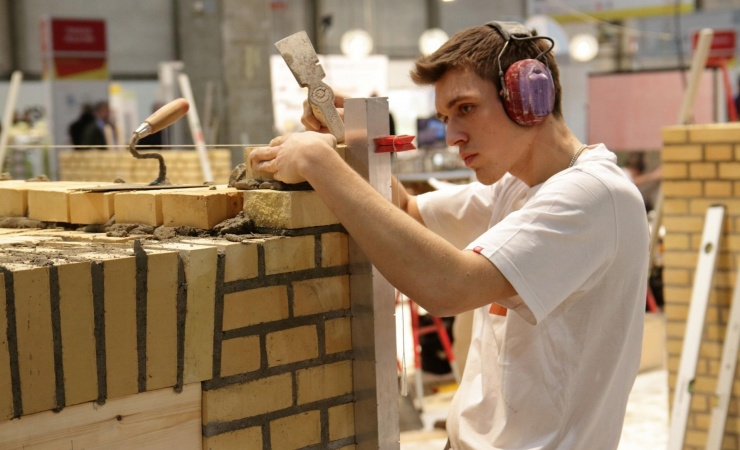 Bygge-elever uden praktikplads bliver færre på Sjælland