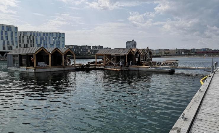Erfarne vandbyggere har lavet flydende aktivitetshus