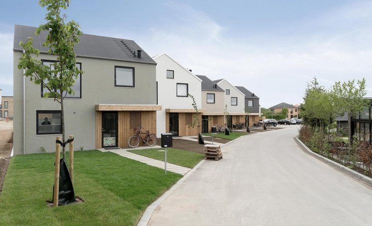Roskilde-arkitekter genskaber landsbystemning i nyt boligområde
