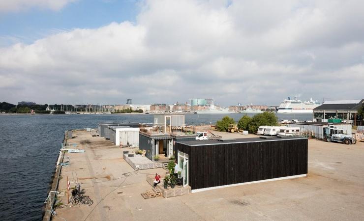 Første containerboliger klar på Refshaleøen
