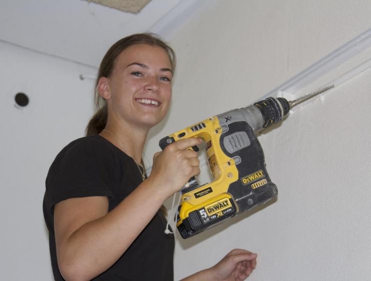 Clara er elektrikerlærling: Jeg ville ikke trives på et kontor kun med kvinder