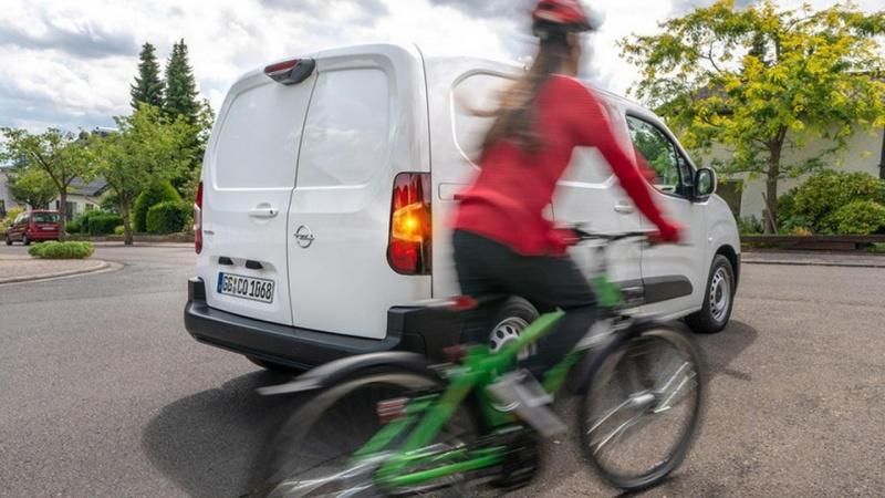 Opel Combo knækker den blinde vinkel