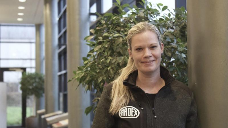 Mette var den første kvindelige gulvlægger: - Kvinder skal ikke have særbehandling