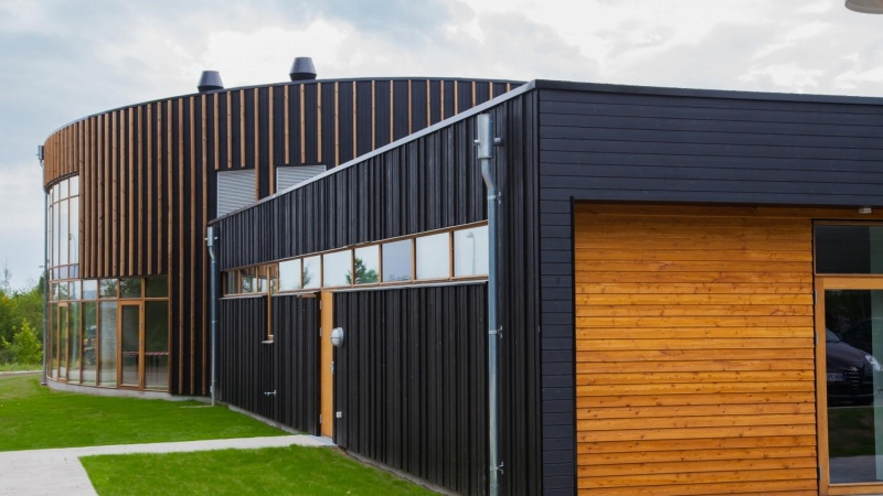 Thermobehandlet træ slår for alvor rod i dansk byggeri