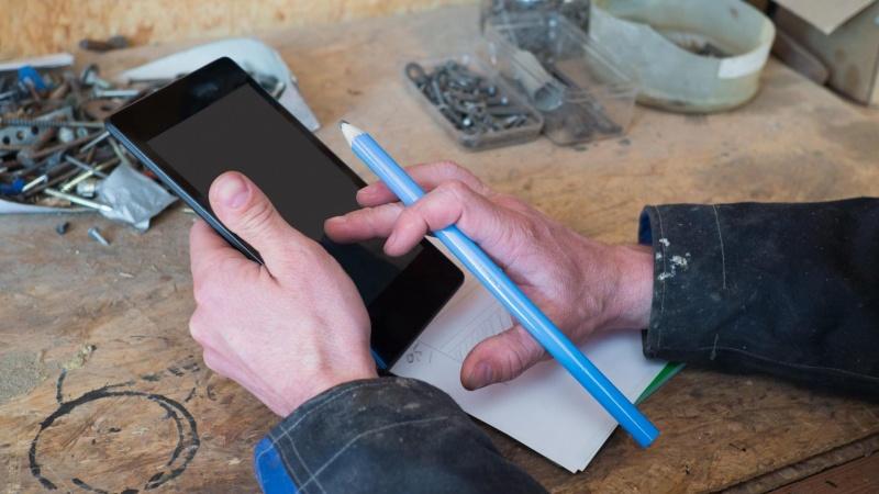 Fremtidens håndværkere skal klædes digitalt på